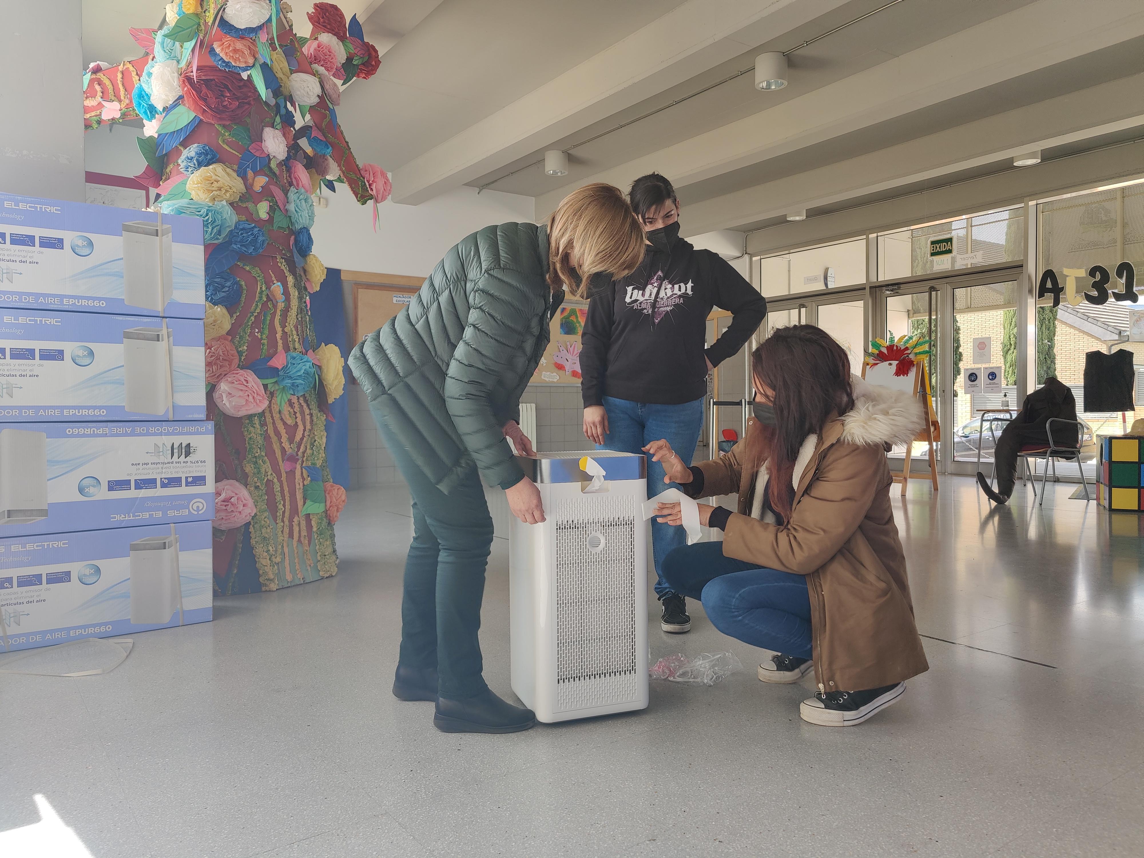 L'Ajuntament d'Aielo de Malferit reparteix 14 purificadors d'aire als centres educatius de la localitat