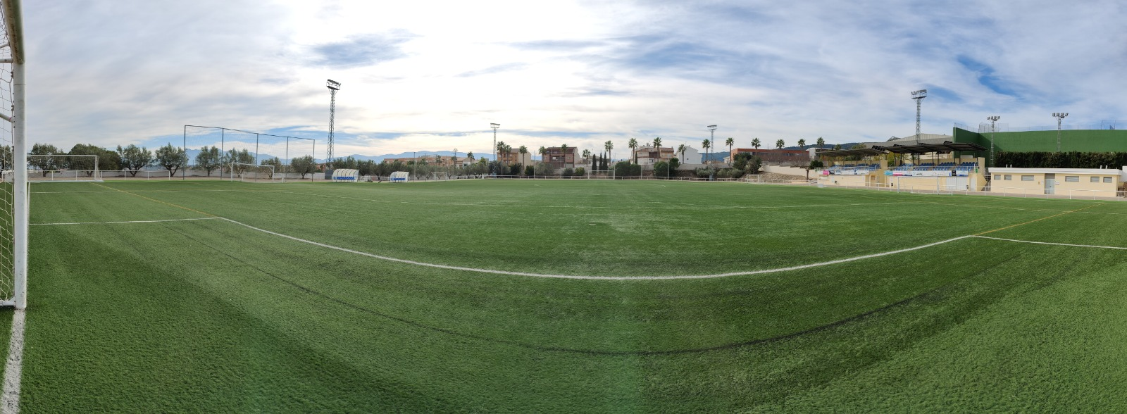 L'Ajuntament inverteix més de 5.800 euros per al manteniment de la gespa del camp de futbol