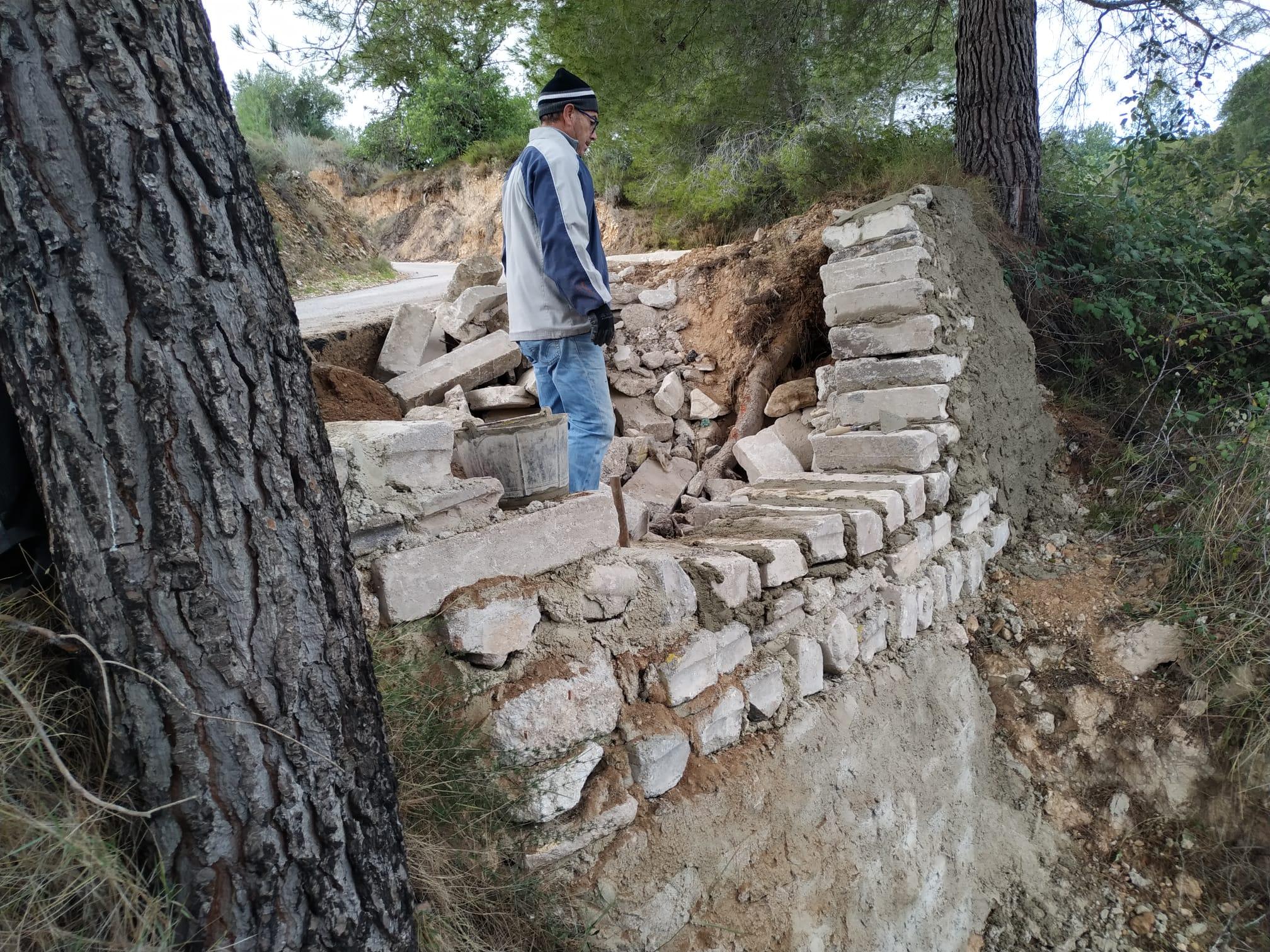 L'Ajuntament repara un forat al Camí de la Cria Vella