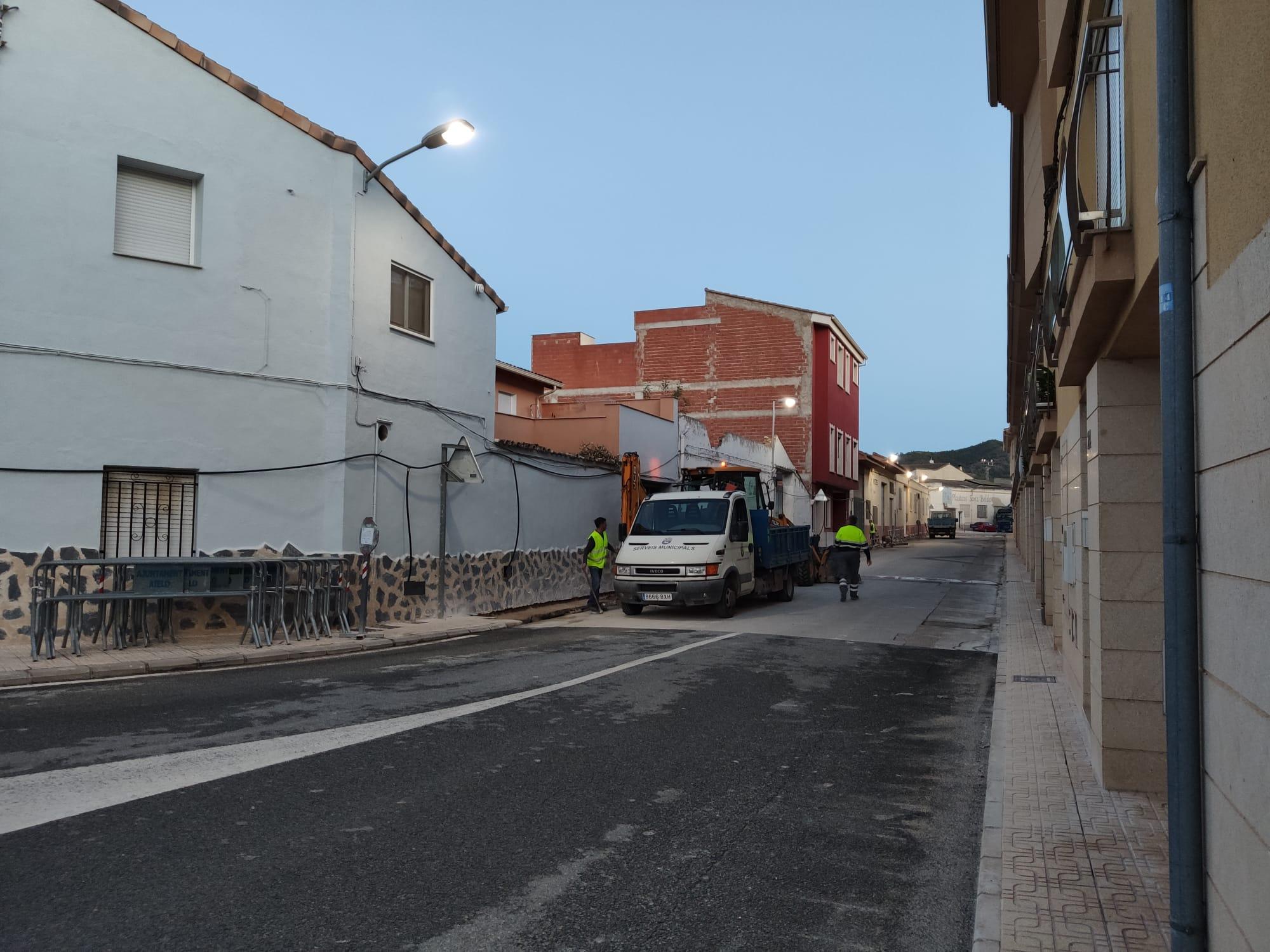Comencen les obres de renovació de les voreres i la xarxa d'aigua potable al Carrer Fontanars