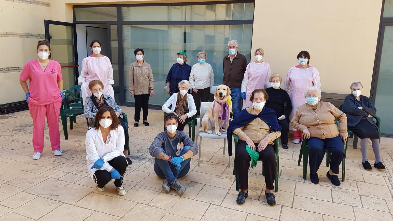 El Centre de Dia participa en una jornada de teràpia assistida amb animals