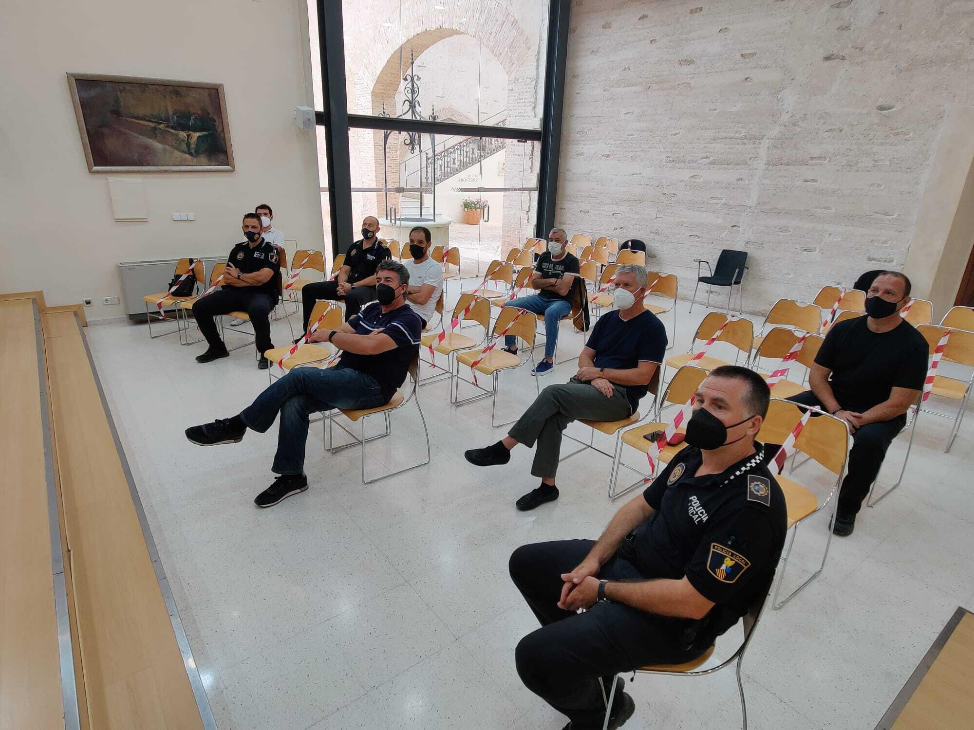 L'Ajuntament d'Aielo de Malferit organitza un curs d'ús del desfibril·lador per a la Policia Local i el personal del poliesportiu