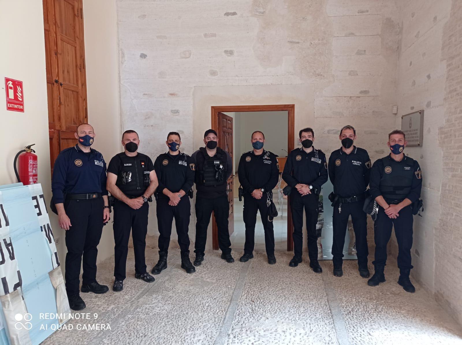 La Policia Local realitza un curs d'intervenció policial.
